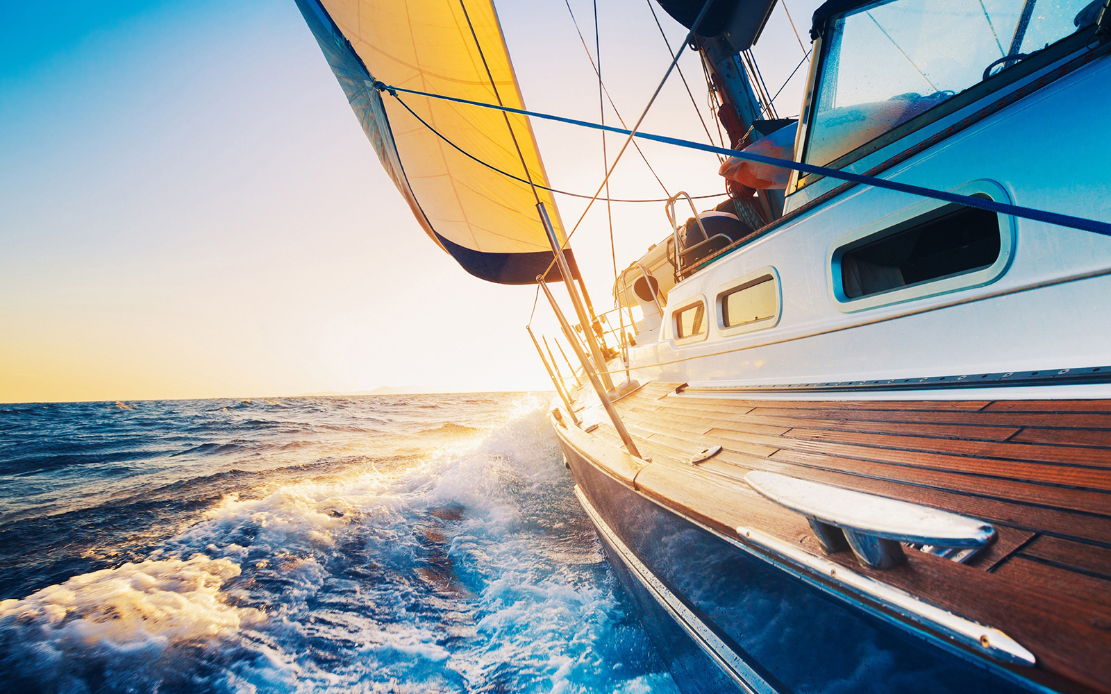 Яхта и пенополиуретан